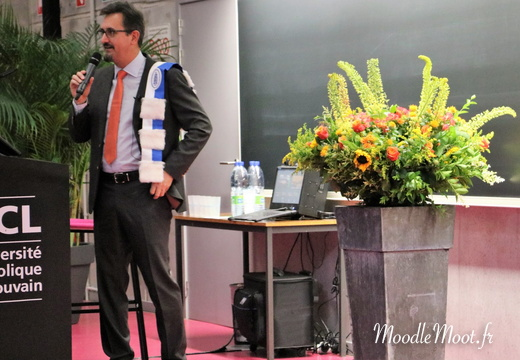Honoris Causa (77)